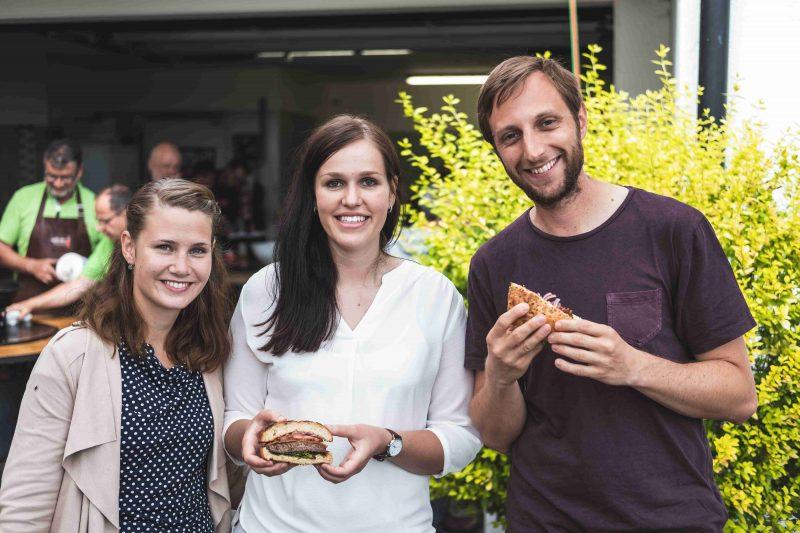 Gourmeet me-Foodbloggerin Xandi (Mitte) mit Eva & Daniel